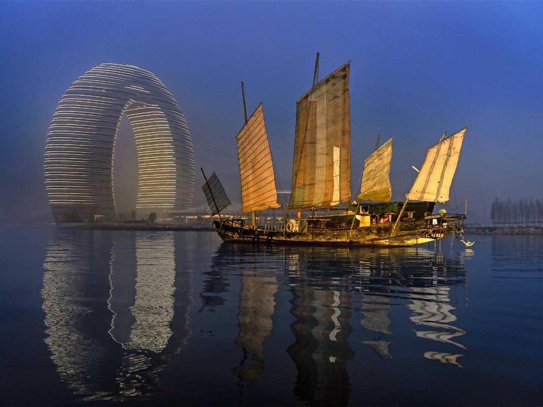 hotel-piu-bizzarri-al-mondo-alberghi-strani-Sheraton-Huzhou-Hot-Spring-Resort-1