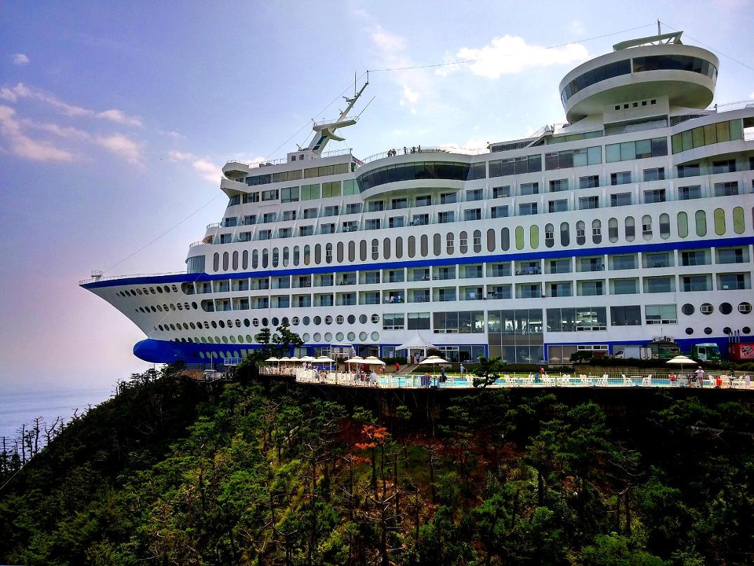 hotel-piu-bizzarri-al-mondo-alberghi-strani-sun-cruise-resort-2