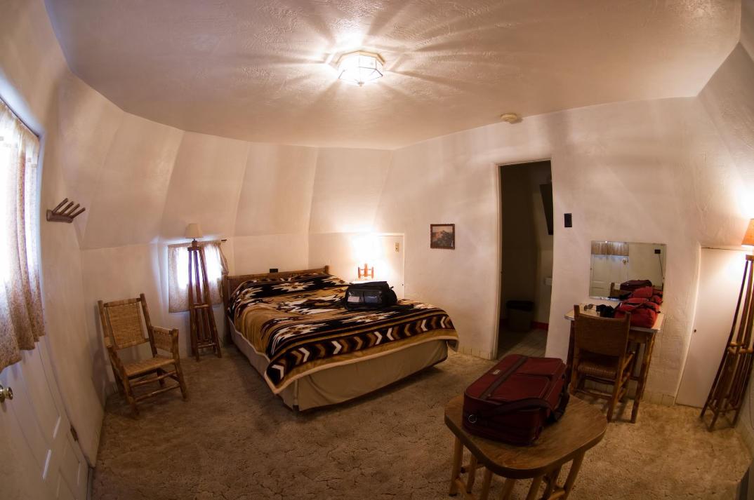 hotel-piu-bizzarri-al-mondo-alberghi-strani-wigwam-motel-1