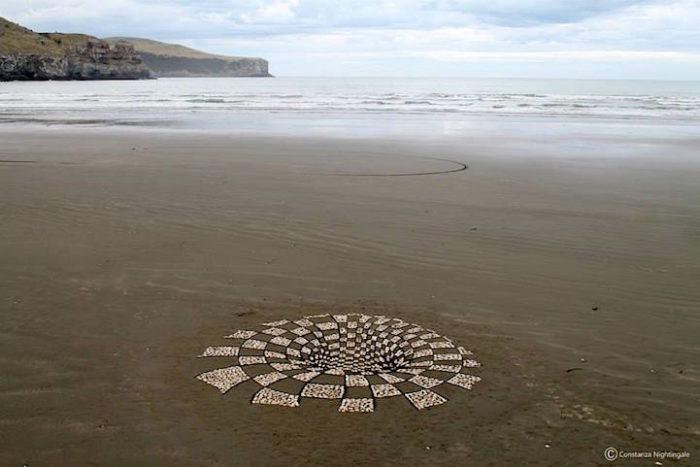 installazione-arte-sabbia-illusione-ottica-prospettiva-nightingale-rendu-2