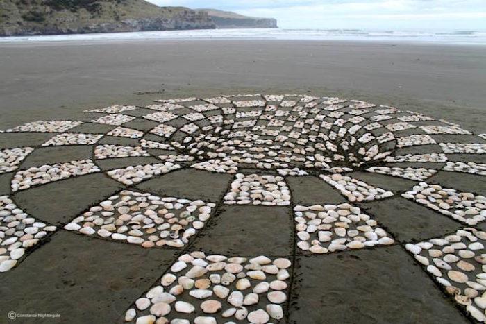 installazione-arte-sabbia-illusione-ottica-prospettiva-nightingale-rendu-6