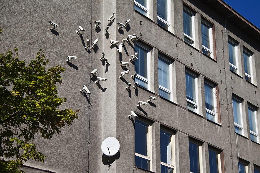 installazioni-arte-telecamere-sorveglianza-Jakub-Geltner-02