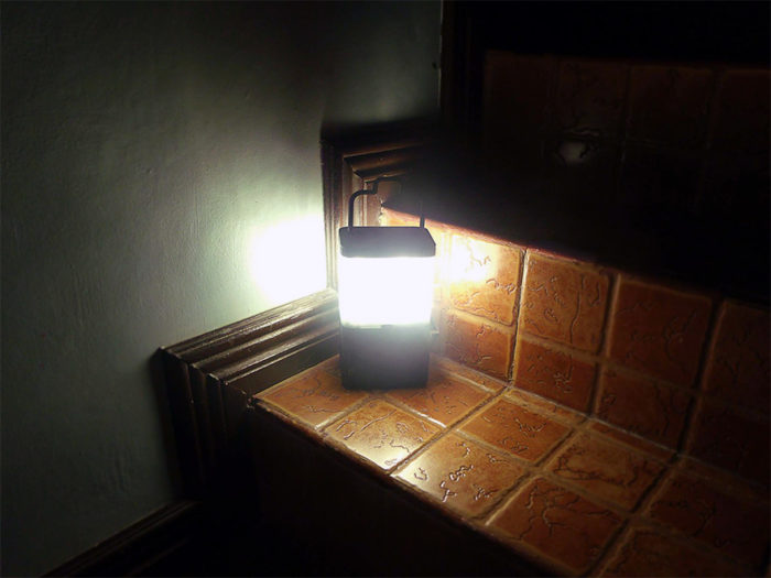 lampada-portatile-alimentata-sale-acqua-marina-salt-filippine-5