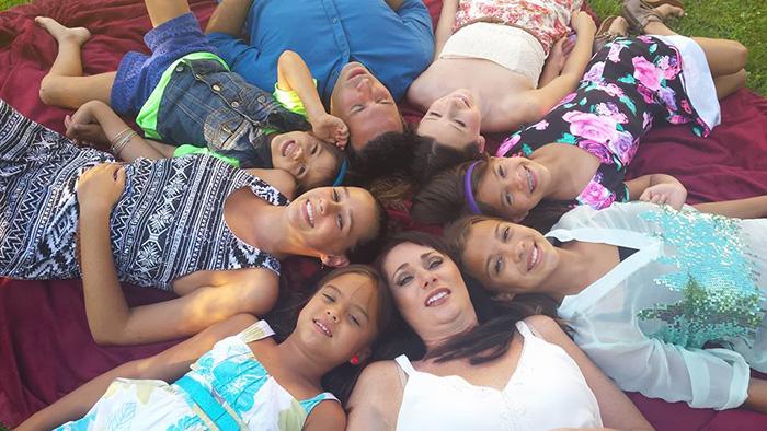 mamma-adotta-figlie-amica-morta-cancro-06
