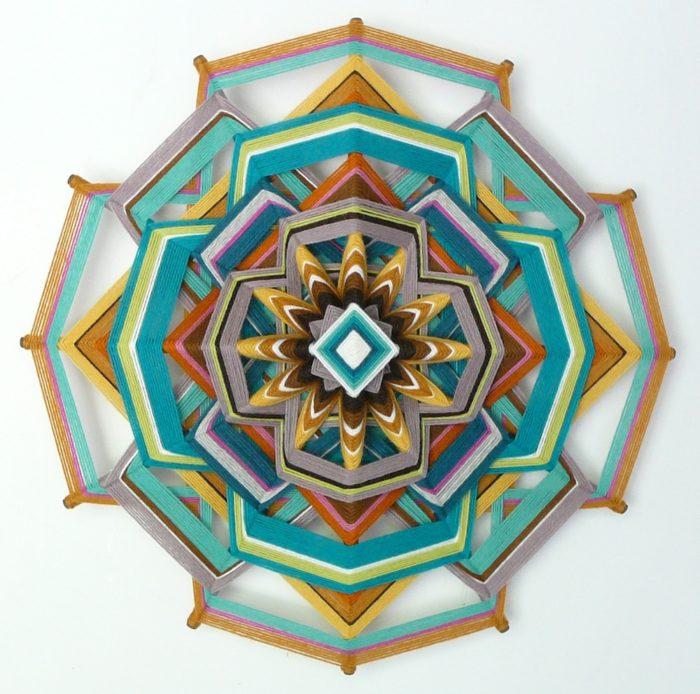 mandala-occhio-di-dio-tessuto-colorati-fai-da-te-jay-mohler-02