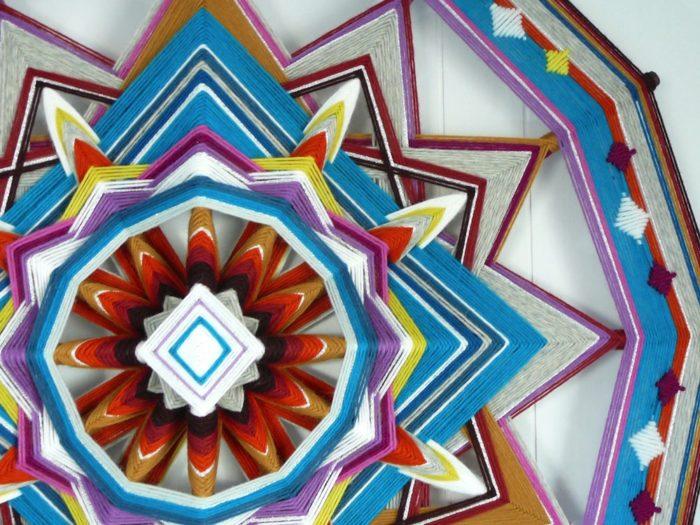 mandala-occhio-di-dio-tessuto-colorati-fai-da-te-jay-mohler-05