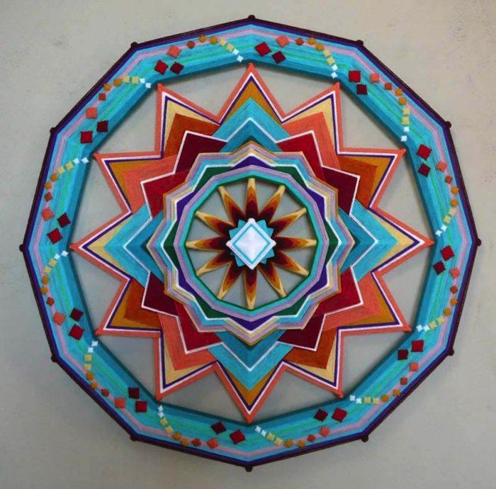 mandala-occhio-di-dio-tessuto-colorati-fai-da-te-jay-mohler-08