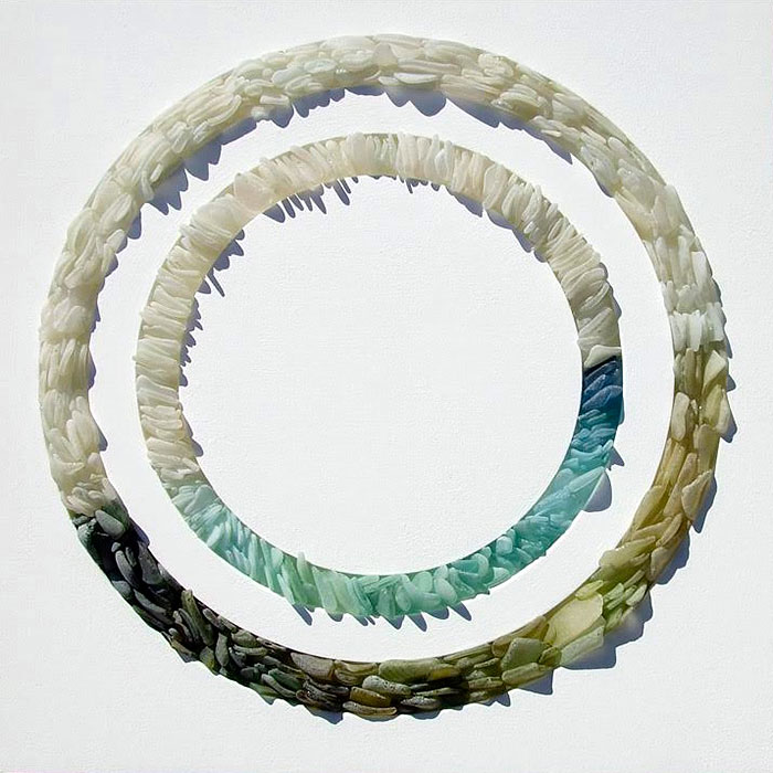 mare-vetri-riciclati-sculture-parete-jonathan-fuller-08