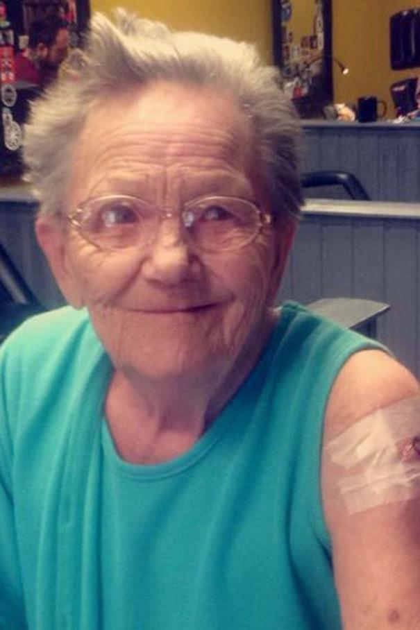 nonna-ribelle-scappa-ospizio-tatuaggio-3