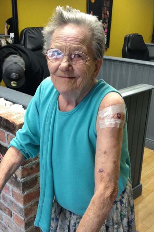 nonna-ribelle-scappa-ospizio-tatuaggio-4