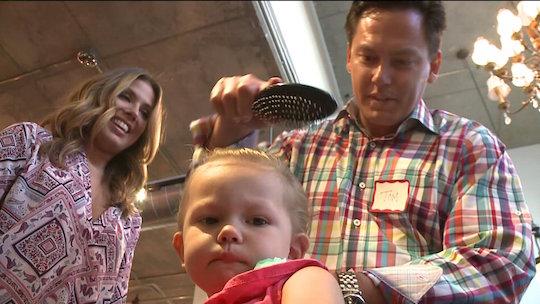 parrucchiere-insegna-ai-papa-a-fare-i-capelli-delle-figlie-premio-birra-envogue-2