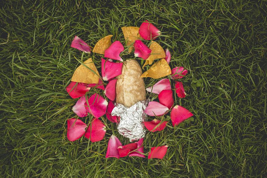 ragazzo-scatta-foto-romantiche-con-un-burrito-17