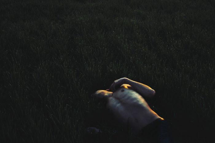 ritratti-surreali-esplorano-vulnerabilità-david-uzochukwu-15