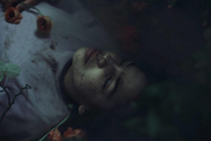 ritratti-surreali-esplorano-vulnerabilità-david-uzochukwu-16