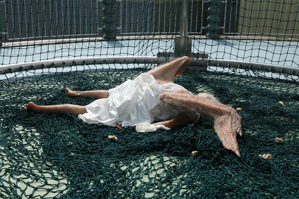scultura-iperrealista-angelo-caduto-arte-yuan-yu-5
