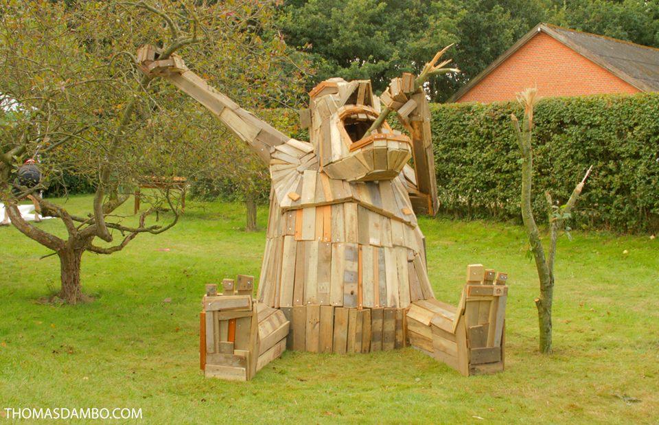 sculture-giganti-legno-materiale-riciclato-thomas-dambo-11