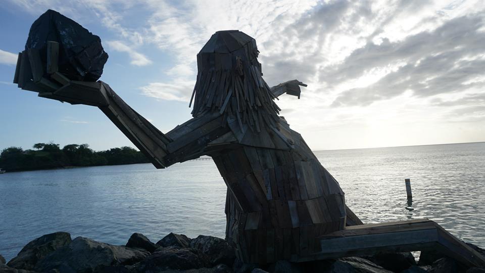 sculture-giganti-legno-materiale-riciclato-thomas-dambo-2