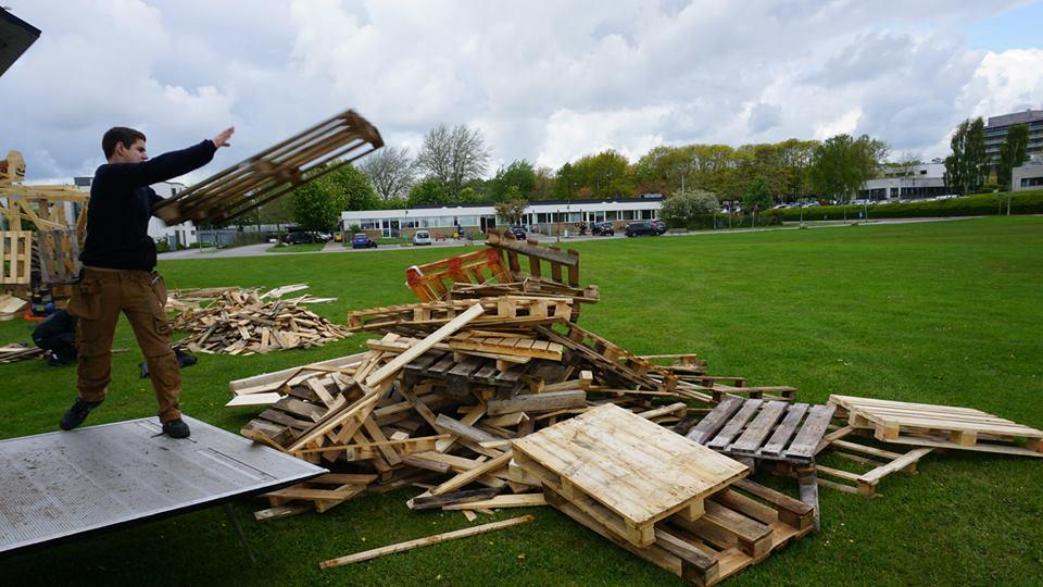 sculture-giganti-legno-materiale-riciclato-thomas-dambo-4