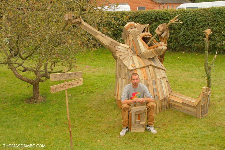 sculture-giganti-legno-materiale-riciclato-thomas-dambo-7