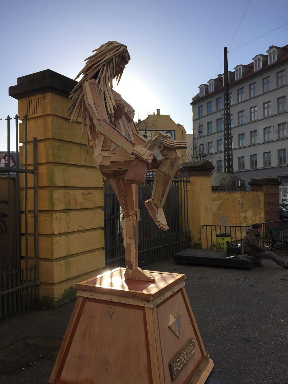 sculture-giganti-legno-materiale-riciclato-thomas-dambo-8