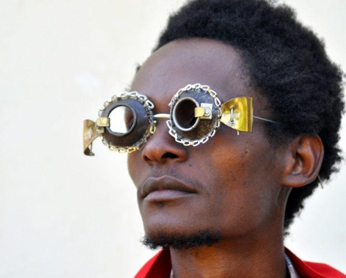 sculture-occhiali-cyberpunk-arte-cyrus-kabiru-01
