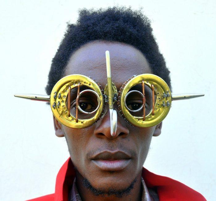 sculture-occhiali-cyberpunk-arte-cyrus-kabiru-02