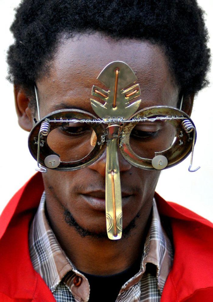 sculture-occhiali-cyberpunk-arte-cyrus-kabiru-06