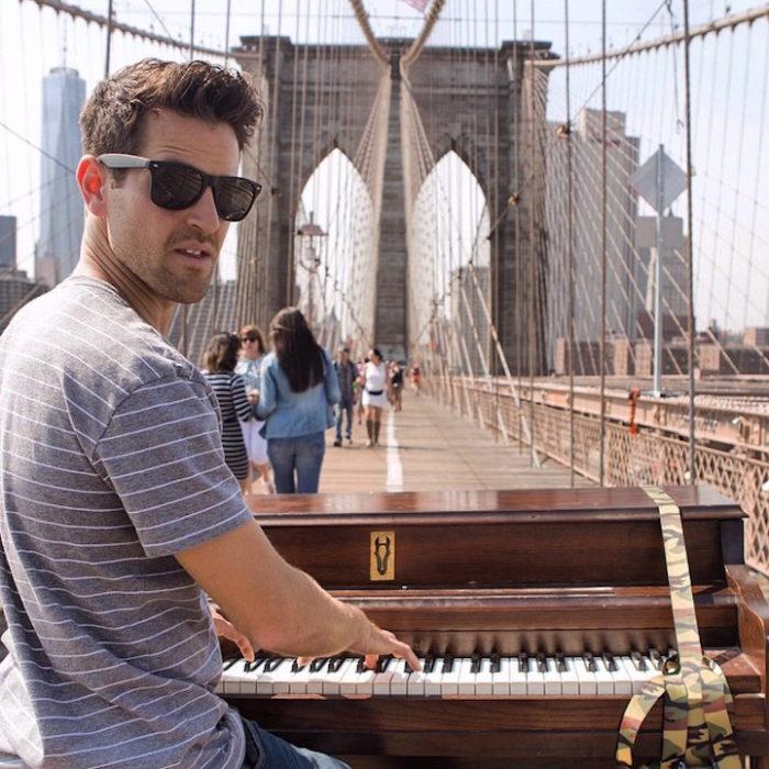 si-licenzia-per-suonare-il-pianoforte-viaggiando-mondo-dotan-negrin-02