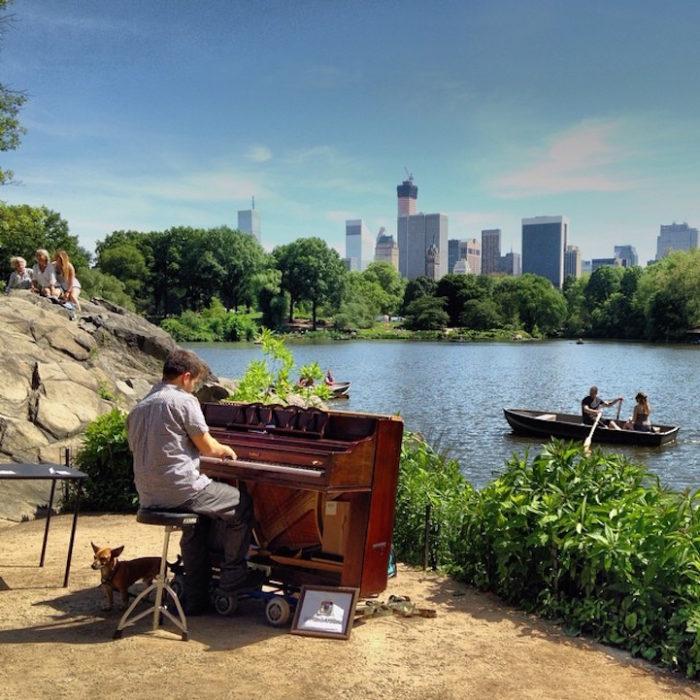 si-licenzia-per-suonare-il-pianoforte-viaggiando-mondo-dotan-negrin-07