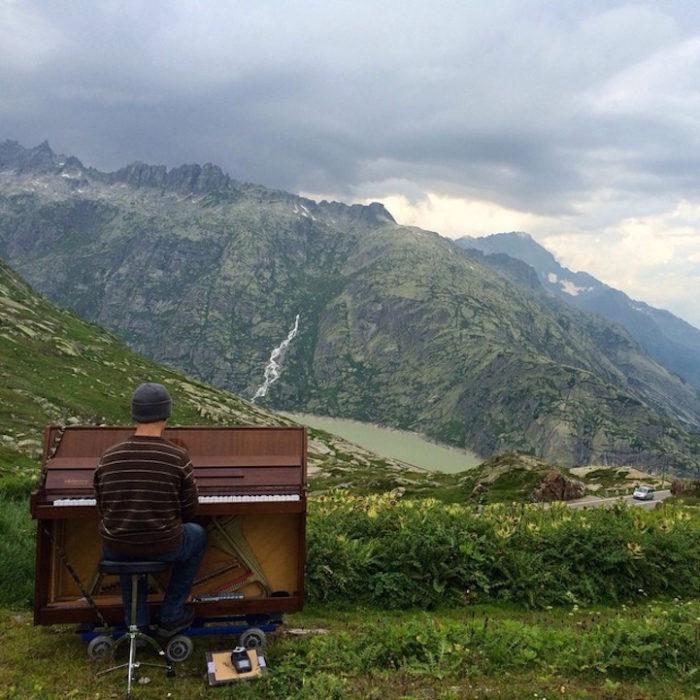 si-licenzia-per-suonare-il-pianoforte-viaggiando-mondo-dotan-negrin-08