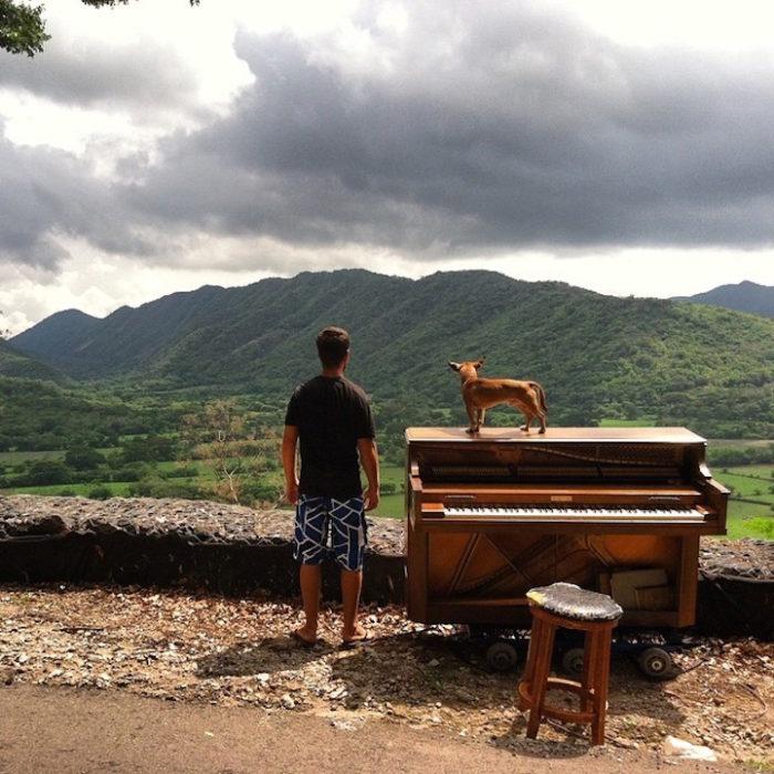 si-licenzia-per-suonare-il-pianoforte-viaggiando-mondo-dotan-negrin-14