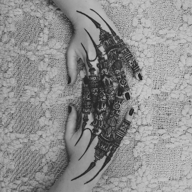 tatuaggi-artistici-dietro-le-gambe-dittici-paesaggi-architetture-thieves-of-tower-02