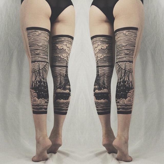 tatuaggi-artistici-dietro-le-gambe-dittici-paesaggi-architetture-thieves-of-tower-07