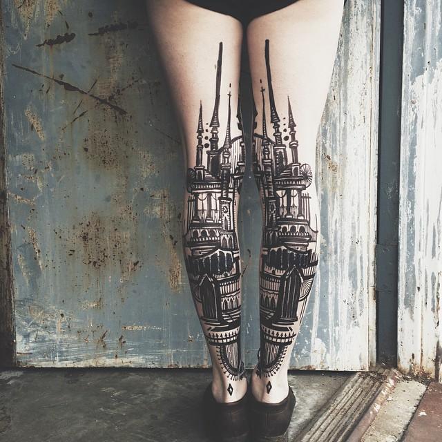 tatuaggi-artistici-dietro-le-gambe-dittici-paesaggi-architetture-thieves-of-tower-09
