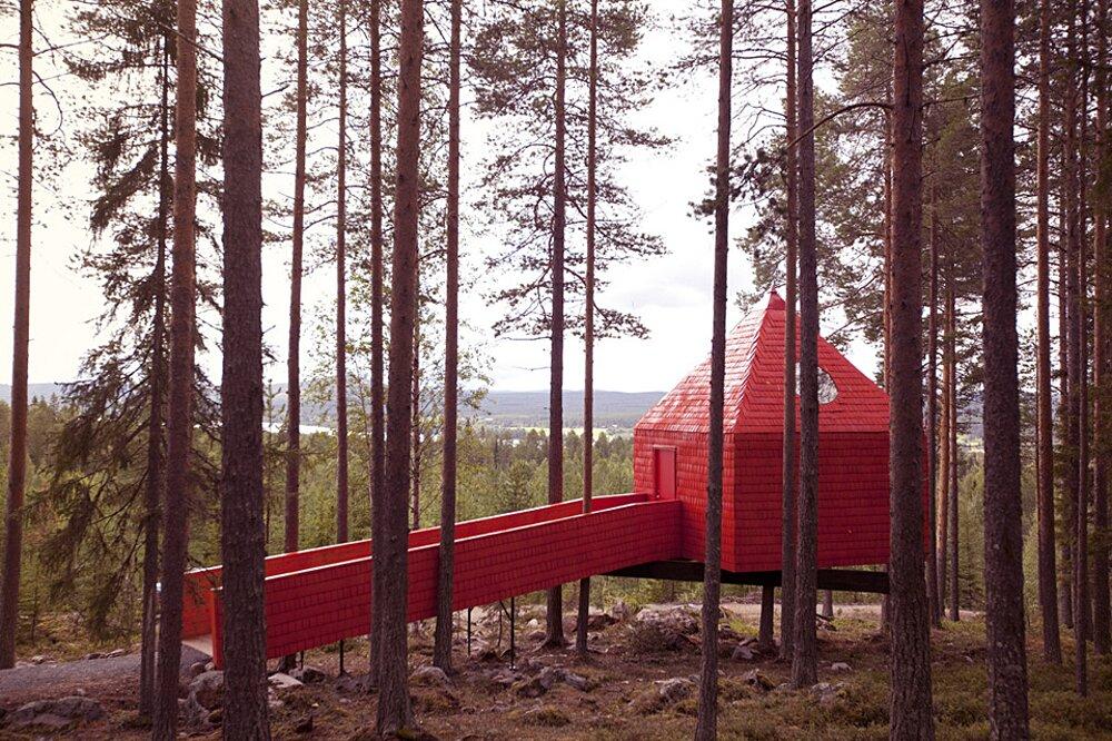 albergo-hotel-treehotel-casa-su-albero-harads-svezia_blue_cone_exterior_22a-k