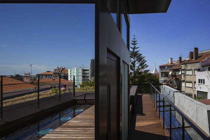 architettura-sostenibile-casa-facciata-piante-portogallo-house-travessa-do-patrocinio-01