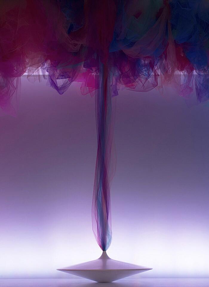 arte-installazione-tessuto-stoffa-tulle-volti-ballerini-benjamin-shine-05-keb