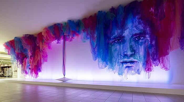 arte-installazione-tessuto-stoffa-tulle-volti-ballerini-benjamin-shine-06-keb
