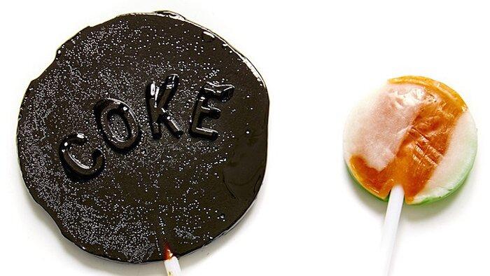 artista-trasforma-zucchero-bibite-gassate-in-lecca-lecca-henry-hargreaves-1