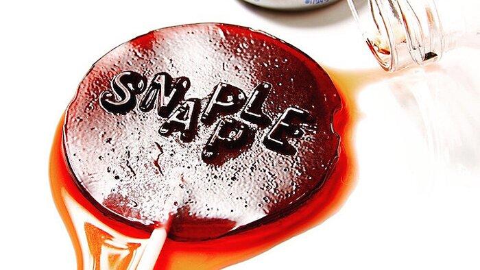 artista-trasforma-zucchero-bibite-gassate-in-lecca-lecca-henry-hargreaves-4