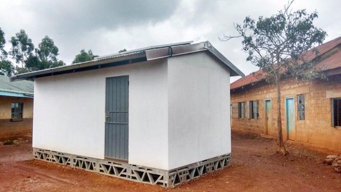 aule-scolastiche-energia-solare-computer-kenya-aleutia-1