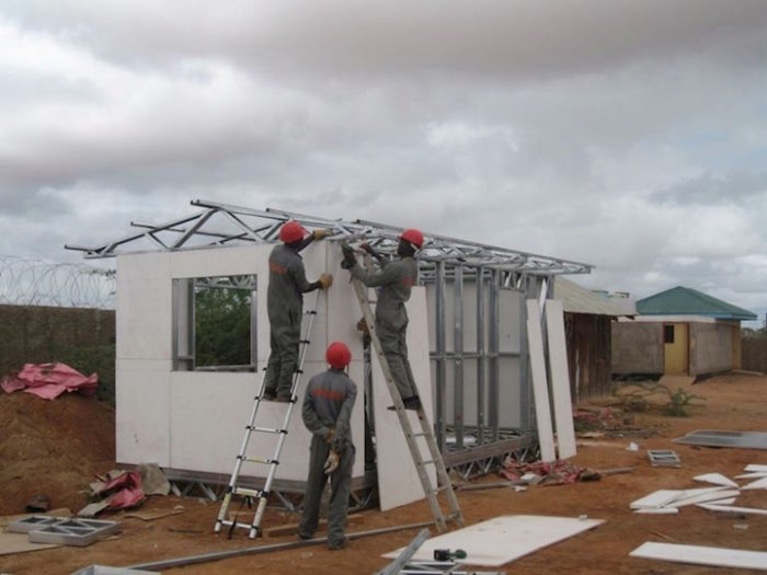 aule-scolastiche-energia-solare-computer-kenya-aleutia-3