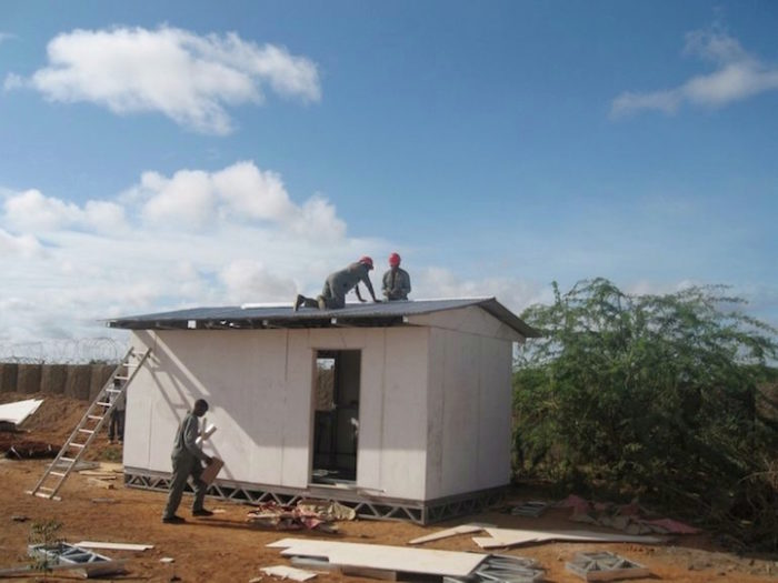 aule-scolastiche-energia-solare-computer-kenya-aleutia-4