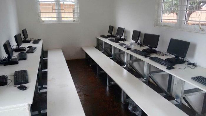 aule-scolastiche-energia-solare-computer-kenya-aleutia-5