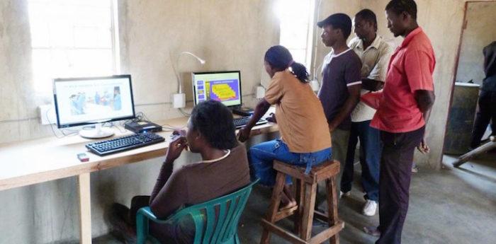 aule-scolastiche-energia-solare-computer-kenya-aleutia-6