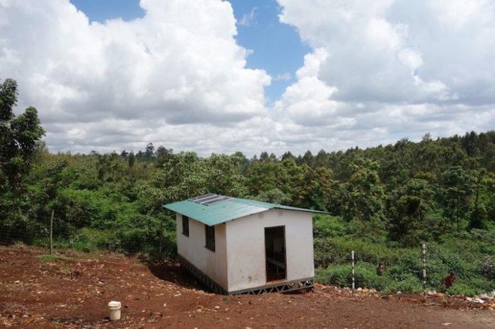 aule-scolastiche-energia-solare-computer-kenya-aleutia-7