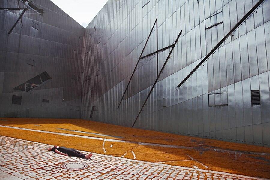 autoritratti-fotografia-architettura-urban-self-portraits-anna-di-prospero-02
