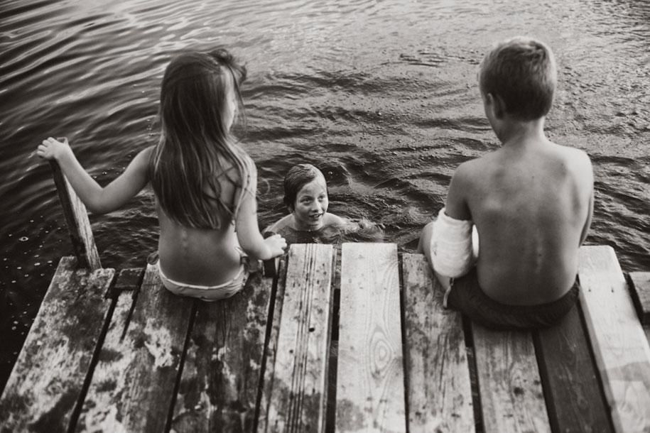 bambini-che-giocano-estate-idillica-villaggio-fotografia-izabela-urbaniak-04