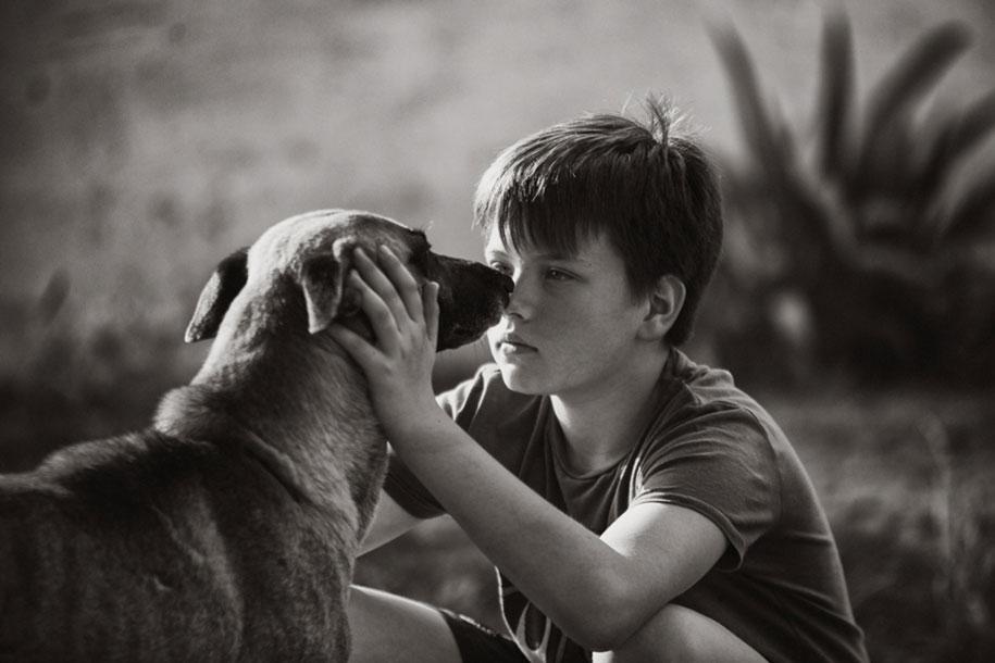 bambini-che-giocano-estate-idillica-villaggio-fotografia-izabela-urbaniak-07