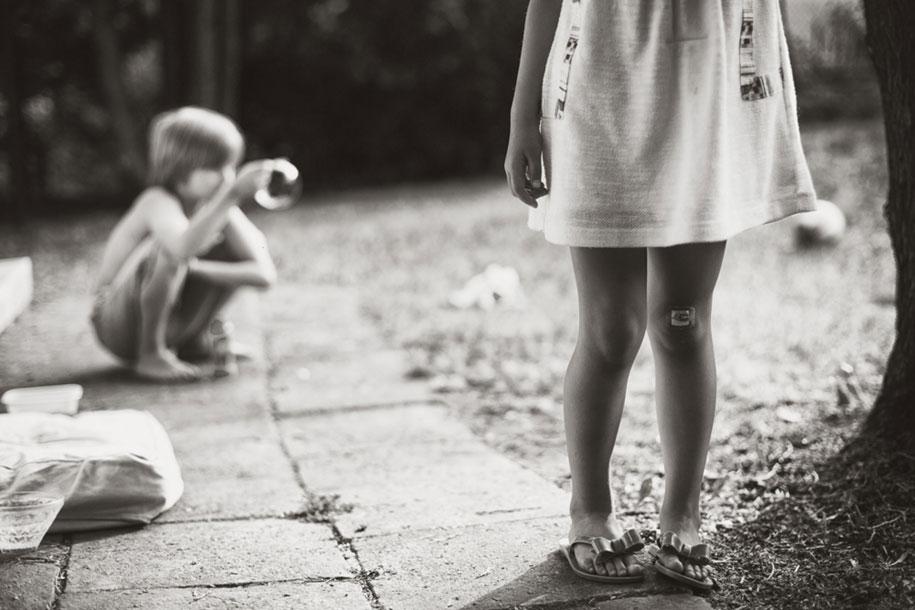bambini-che-giocano-estate-idillica-villaggio-fotografia-izabela-urbaniak-12